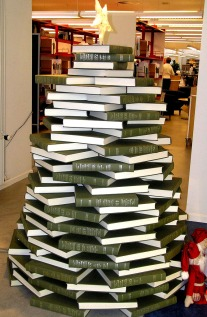 book-christmas-tree